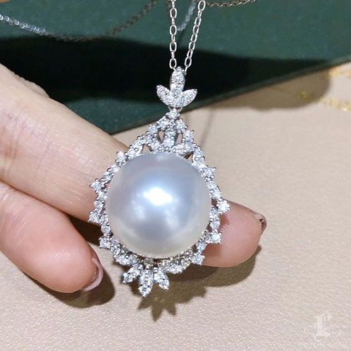 0.80 ct Diamond AAAA 15-16 mm South Sea Pearl Luxury Pendant, 18k Gold