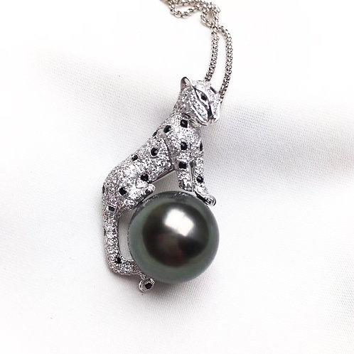 0.88ct Diamond, AAAA 13-14 mm Tahitian Pearl Leopard Pendant, 18k Gold