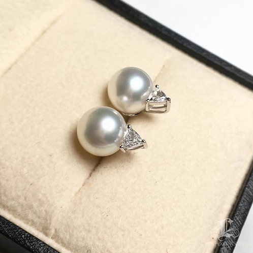 0.30ct Diamond AAAA 9-10 mm White South Sea Pearl Classic Stud Earrings 18k Gold