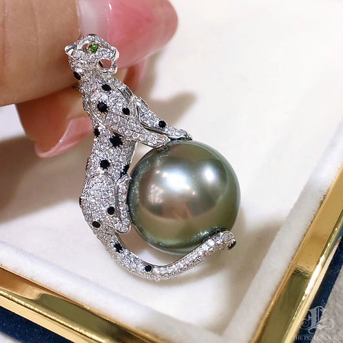 1.25ct Diamond, AAAA 15.6 mm Tahitian Pearl Leopard Pendant, 18k Gold