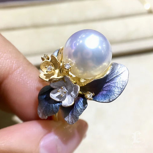 AAAA 11-12mm South White Sea Pearl Distinctive Ring, 18k Gold w/ Diamond