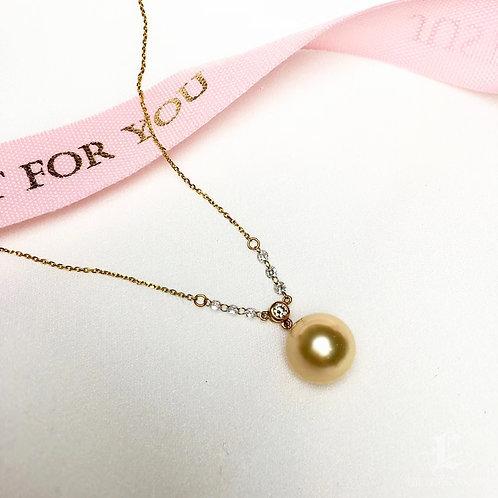0.26ct Diamond AAAA 10-11 mm Golden South Sea Pearl Pendant 18k Gold