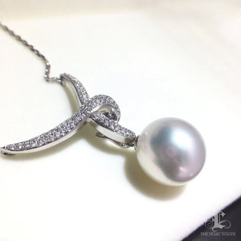 2f255395cbbea7 This pendant of the Japanese designer classic series. The top white south  sea pearls coupled, SI Quality natural diamonds and fine handmade, to  create this ...