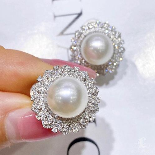 1.0 ct SI Diamond, AAAA 9-10 mm South Sea Pearl Classic Earrings 18k Gold