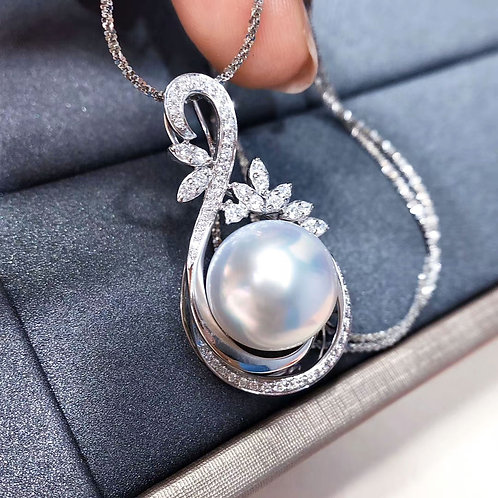 0.40 ct Diamond, AAAA 13-14 mm South Sea Pearl Luxury Pendant, 18k Gold
