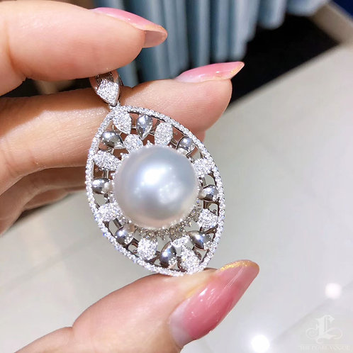 1.02 ct Diamond, AAAA 14-15 mm South Sea Pearl Luxury Pendant, 18k Gold