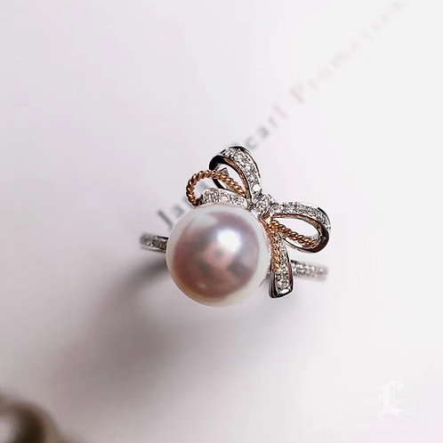8.5-9mm Akoya Pearl Bow Ring, 18k Gold w/ Diamond - AAAA