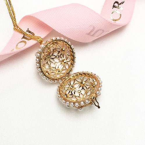 Baby Freshwater Pearl Lace Ball Pendant 18k Gold - AAAA