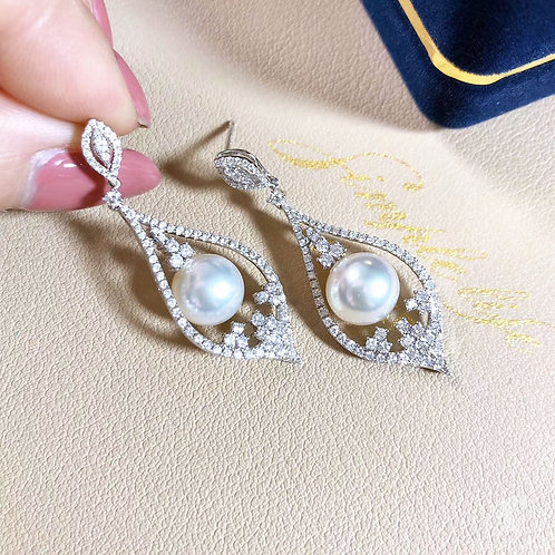 1.10ct Diamond AAAA 9-9.5 mm Akoya Pearl Earrings 18k Gold