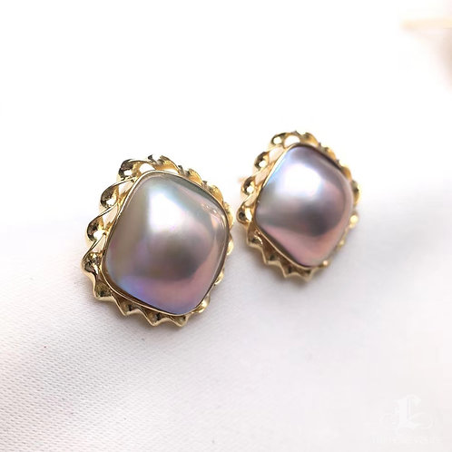 12 x 12mm Mabe Pearl Square Earrings 18k Gold - AAA