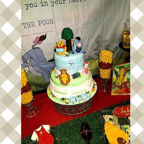 POOH BABY SHOWER CAKE