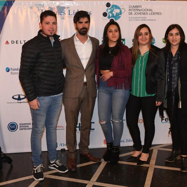 Leandro Viotto junto Jóvenes Líderes