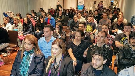 """Charla """"el compromiso de los jóvenes en la lucha contra la pobreza y el emprendedurismo como herrami"""