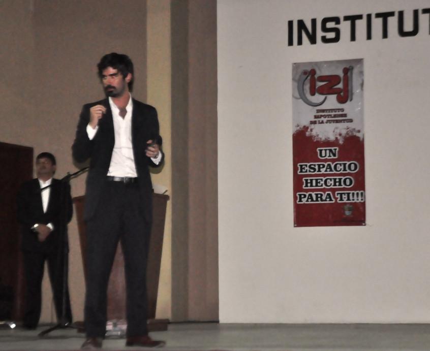 Presentan libro _El Derecho a no ser Pobres_, del escritor argentino Leandro Viotto Romano 5