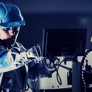 צור קשר עם מומחה למכונות לתעשייה.jpg
