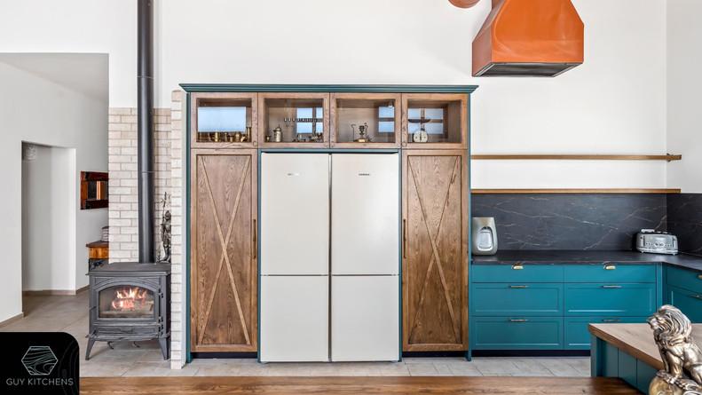 ארון בעיצוב ייחודי במטבח למקרר בקו אפס