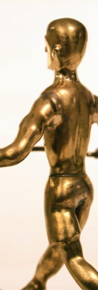 פסל שולחן תקריב - איש על חבל