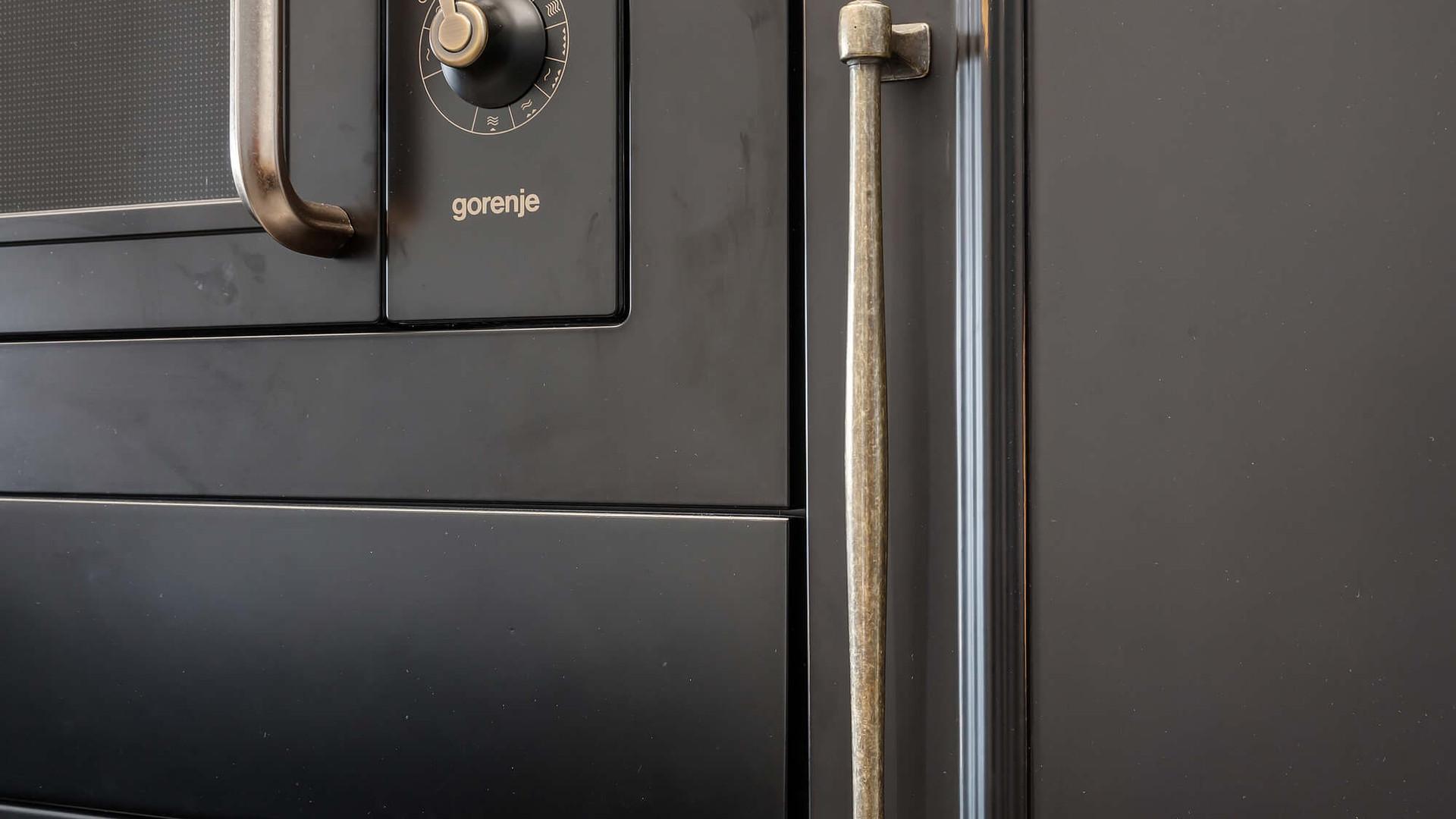 תנורים משלימים את הסגנון האקלקטי מבטח שחור וינטג' אקלקטי