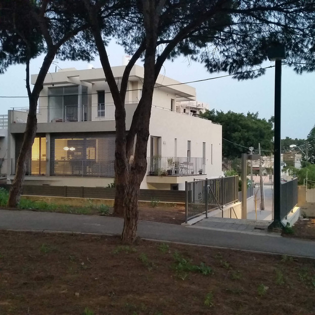 הריסה ובניה מחדש של שתי דירות מגורים בתל אביב
