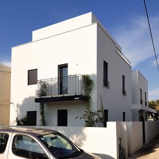 הריסה ובניה של חצי בניין בתל אביב