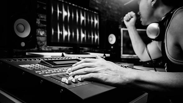 מיקס ומאסטרינג באולפן הקלטות.jpg