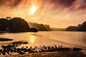 Ziua 6_Apus de soare in Lan Ha Bay.jpg