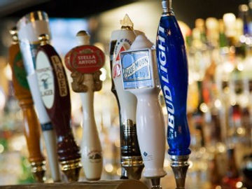 Village Tavern and Grill - Bar in Carol Stream - Import and Domestic Beers