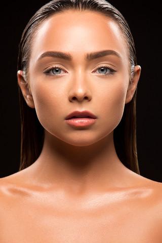Makeup: Roxie Benz