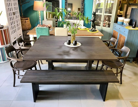 Has Dining Table