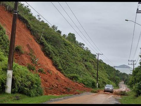 Chuvas causam estragos em São Sebastião