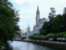 Lourdes_with_Sanctuaries,_Castle_and_Gav