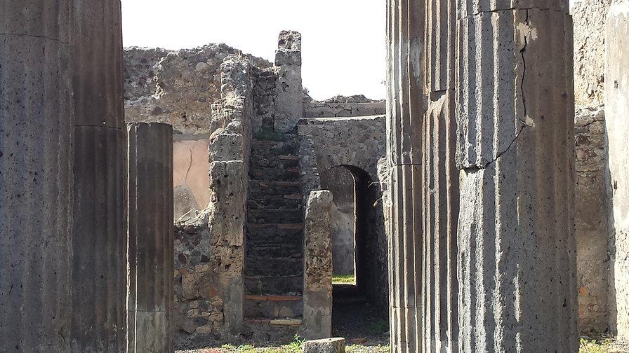 Pompei stairs.jpg