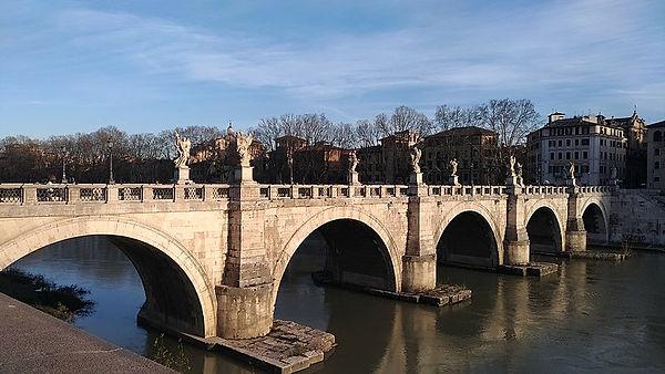 800px-Sant'Angelo_Bridge.jpg