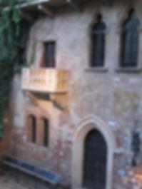 Verona-Juliet's_balcony.jpg