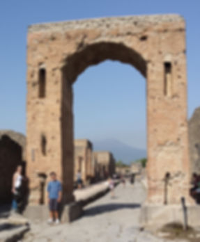 Pompei entrance.jpg