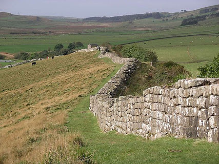 Hadrian's_wall_at_Greenhead_Lough.jpg
