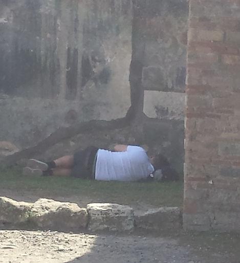 Pompei vesuvio room.jpg