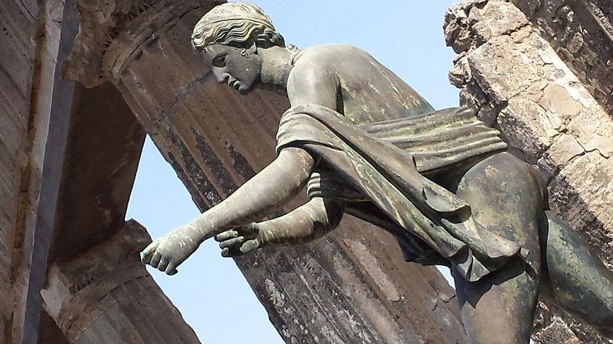 Pompei statues.jpg