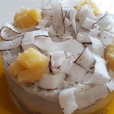Mini bolo abacaxi com coco