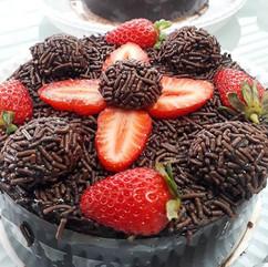 Mini bolo morango com brigadeiro