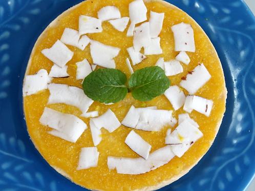 Torta de coco com frutas amarelas
