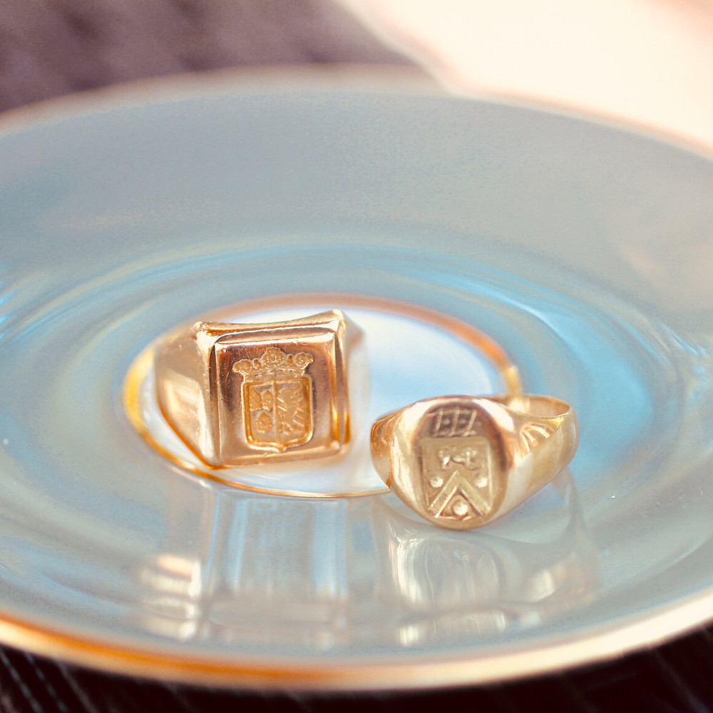 signet ring gold heraldry coat of arms ancestry ancestor history