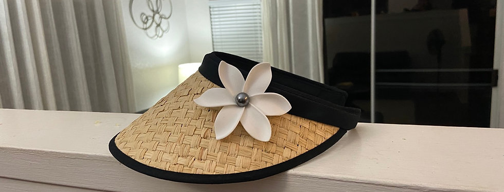 Natural and black visor with plumeria
