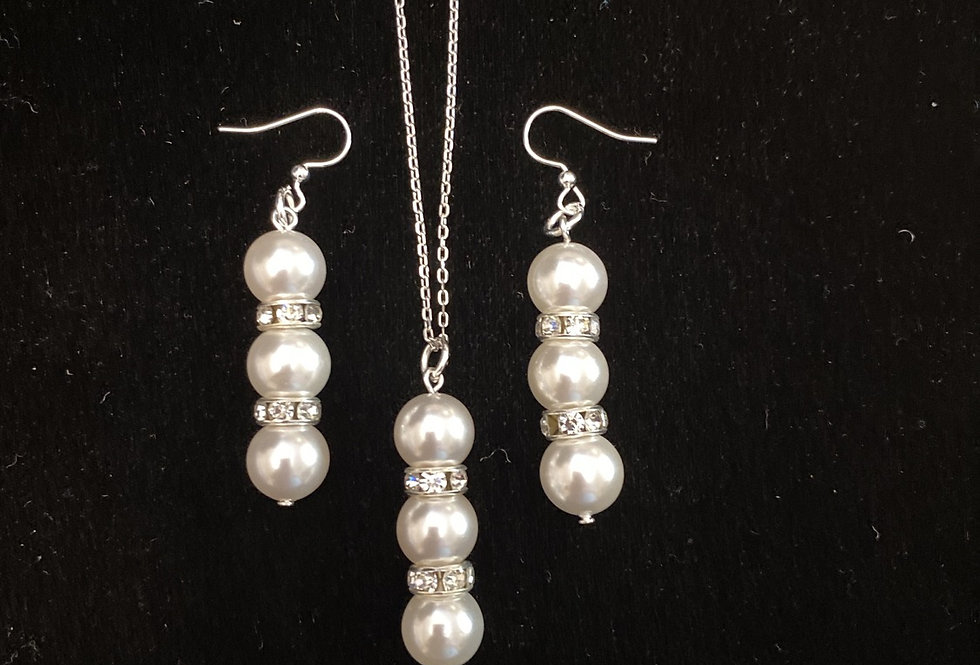 Mother of pearl with crystal necklace and earrings set