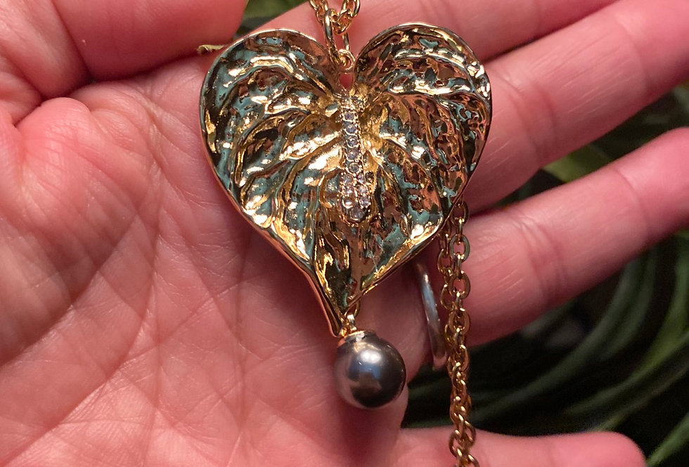 Gold plated Antherium leaf with pearl
