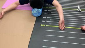 背中の筋肉がほぐれて肩の関節が良く動くようになるトレーニング法