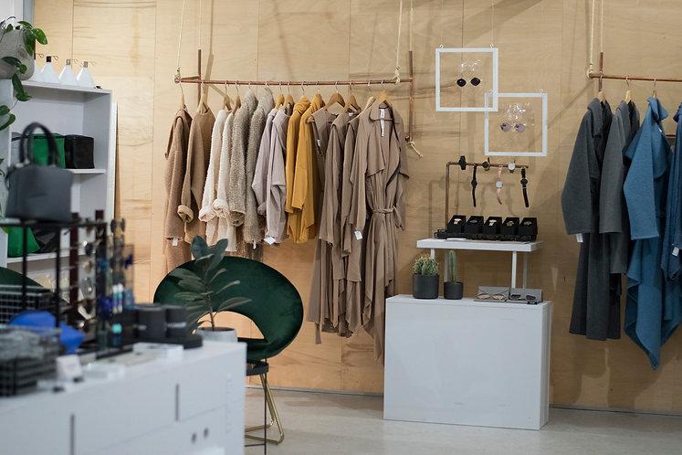ROEE SHOP. nachhaltiges Design aus Wien shoppen.   Mode online einkaufen aus österreich. Kleidung bestellen auf Rechnung. www.roee.cc