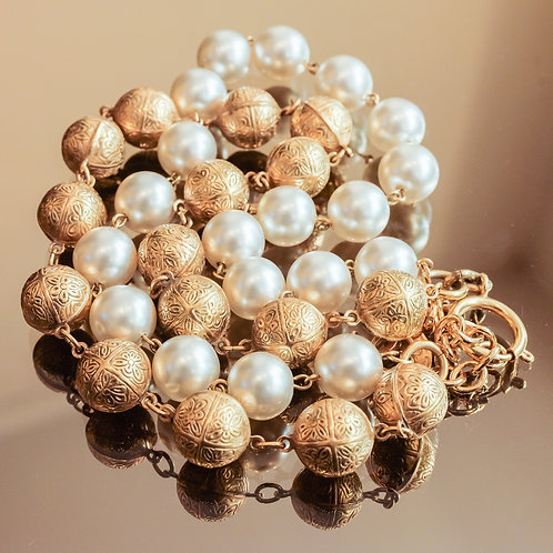 Chanel Metal & Pearl Necklace (Gold/White)