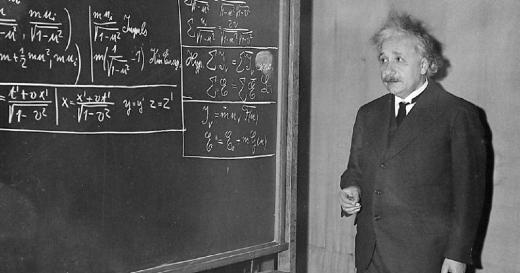 Albert Einstein (Ulm, 14 de março de 1879 — Princeton, 18 de abril de 1955) foi um físico teórico alemão