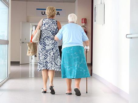 Nota técnica mostra relevância de vacinar cuidadores de idosos de instituições e familiares  | USP